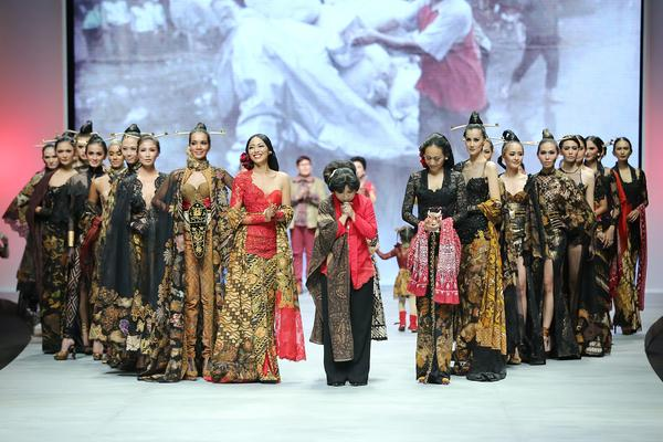 Indonesian traditional clothing